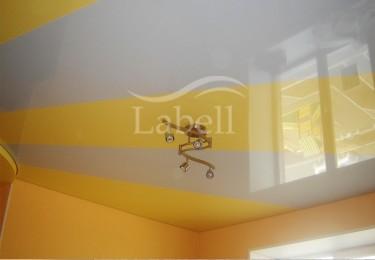 Двухцветный натяжной потолок фото
