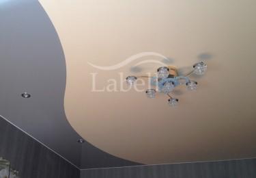 Натяжной потолок два цвета