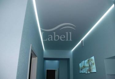 Одноуровневый натяжной потолок с подсветкой